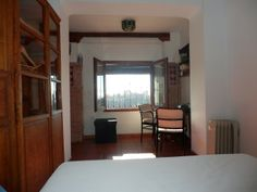 Charming appartment at the top of the school. Incredible viwes of the Alhambra from the bed.