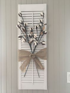 Persienne / Shutter DIY chalk plaint project I bought this old shutter in a ga… – 2019 - Cotton Diy Painting Shutters, Diy Shutters, Repurposed Shutters, Decorating With Shutters, Decorating With Cotton, Window Shutters Decor, Small Shutters, Louvered Shutters, Rustic Decor