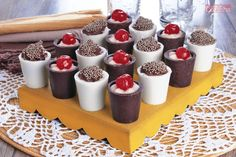 Confira esta receita de Mousse no copinho de chocolate! É uma excelente opção para servir em festinhas ou para vender e lucrar!