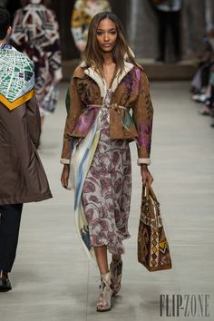 Burberry Prorsum Fall-winter 2014-2015 - Ready-to-Wear - http://www.flip-zone.net/fashion/ready-to-wear/fashion-houses-42/burberry-prorsum-4549 - ©PixelFormula