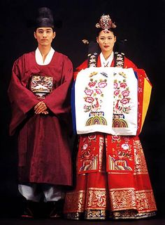 Traditional Korean Wedding Attire this will be my wedding dress. haha jk but I did want to wear mine at my wedding Korean Hanbok, Korean Dress, Korean Outfits, Korean Clothes, Korean Traditional Dress, Traditional Wedding Dresses, Traditional Outfits, Old Fashioned Wedding, Korean Wedding