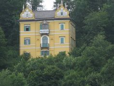 O museo de Hellbrunn, Mansions, House Styles, Home Decor, Salzburg, Museums, Pictures, Decoration Home, Manor Houses, Room Decor
