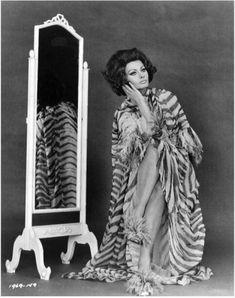 Sophia Loren, Arabesque, Christian, Costumes, Statue, Art, Art Background, Dress Up Clothes, Fancy Dress