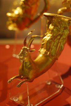 Rhyton,gold Thracian