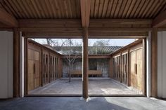 Courtyard Hybrid in Peking von Vector Architects Japan Architecture, Interior Architecture, Contemporary Architecture, Architecture Details, Patio Chino, Chinese Courtyard, Sea Container Homes, Timber Structure, Patio Interior