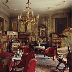Bibliothèque de l'illustrateur Alphonse Mucha à Prague...