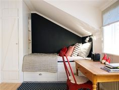 Sovalkov med multifunktion Attic Bedroom Small, Attic Rooms, Attic Spaces, Kids Bedroom, Small Apartment Hacks, Tiny Apartments, Guest Bed, Beautiful Bedrooms, Sweet Home
