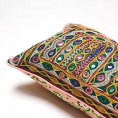 didi vintage cushion Big People, Little People, Vintage Cushions, Soda, Printing On Fabric, Stitch, Unique, Prints, Bags