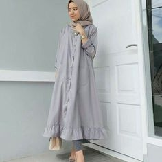Check out trending dresses for Modern Hijab Fashion, Abaya Fashion, Muslim Fashion, Modest Fashion, Fashion Outfits, Muslim Long Dress, Modele Hijab, Hijab Fashionista, Modest Wear