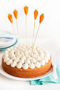 Torta di carote, mandorle e arancia con frosting al mascarpone