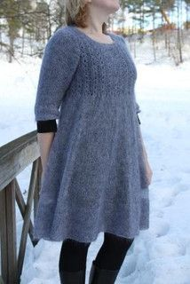 Mohairkjole - men jeg ville nu nok lave den i en glat, lidt blank uld.  Store størrelser i lådden mohair? Arrrh, nej.