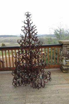 Horse shoe Christmas tree. My dad can def make this!!