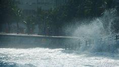 Arpoador, Praia de Ipanema, maré alta e ressaca em dia de lua cheia no Rio de Janeiro, Brasil. 21 de abril de 2016, Clique na foto para ver a coleção. Ensaio fotográfico de Valéria del Cueto@no_r…