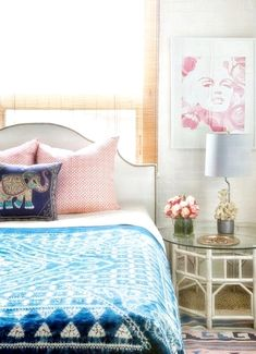 Boho bedroom ideas with bedding and throw pillows also upholstered headboard and window blinds with artwork plus unique table lamp for boho apartment decor Home Decor Trends, Bedroom Design, Home Decor, Stylish Bedroom, Boho Apartment Decor, Trending Decor, Bedroom Colors, Eclectic Bedroom, Boho Chic Bedroom