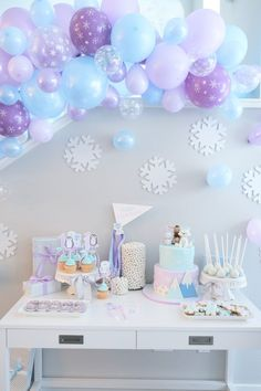 Frozen Theme Party, Frozen Birthday Party, Birthday Parties, Indoor Activities, Toddler Activities, Educational Toys For Preschoolers, Best Toddler Gifts, Party Flags, Winter Onederland