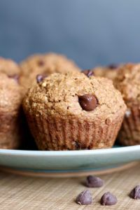 Made with whole wheat flour and hearty oat brathese Vegan Oil Free Oat Bran Applesauce Muffins make for a healthy snack or breakfast on the go! sub cup maple syrup for coconut sugar Vegan Breakfast Muffins, Oat Bran Muffins, Whole Wheat Muffins, Applesauce Muffins, Banana Nut Muffins, Vegan Muffins, Healthy Muffins, Mini Muffins, Vegetarian Muffins