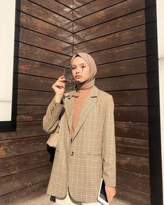 This scarf is a vital portion from the outfits of females using hijab. Modest Fashion Hijab, Modern Hijab Fashion, Modesty Fashion, Casual Hijab Outfit, Hijab Chic, Muslim Fashion, Modest Outfits, Fashion Outfits, Simple Hijab