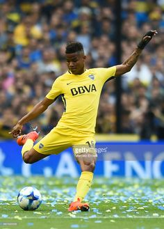 Wilmar Barrios of Boca Juniors kicks the ball during a match between Boca Juniors and Belgrano as part of Superliga 2017/18 at Alberto J. Armando Stadium on October 29, 2017 in Buenos Aires, Argentina.