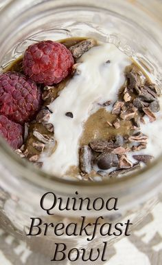 Healthy Quinoa Breakfast Bowl - the perfect way to start your day. So easy and waiting for you in the morning! Packed with protein, gluten free and low fat! | www.PancakeWarriors.com