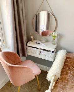 Clever Ways to Use Small Space for Dressing Table with mirror - Thehomehappy Source by manuelavanleeuw table ideas Room Ideas Bedroom, Small Room Bedroom, Home Bedroom, Bedroom Decor, Tiny Bedrooms, Dressing Table For Small Space, Where To Put Dressing Table, Small Vanity Table, Bedroom Dressing Table