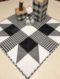Your place to buy and sell all things handmade - table runner Table Runner And Placemats, Table Runner Pattern, Quilted Table Runners, Star Quilts, Mini Quilts, Quilt Blocks, Black And White Quilts, Quilted Table Toppers, Handmade Table