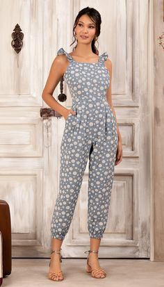 Discover recipes, home ideas, style inspiration and other ideas to try. Jumpsuit Outfit, Casual Jumpsuit, Casual Dresses, Casual Outfits, Fashion Dresses, 1940s Fashion, Cute Summer Outfits, Jumpsuits For Women, Casual Looks