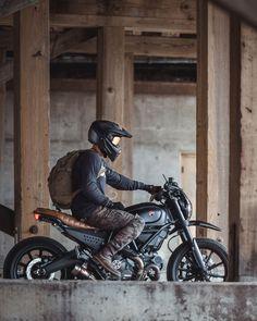 Cafe Racer Motorcycle, Moto Bike, Motorcycle Gear, Women Motorcycle, Image Moto, Vintage Motorcycles, Honda Motorcycles, Honda Scrambler, Yamaha