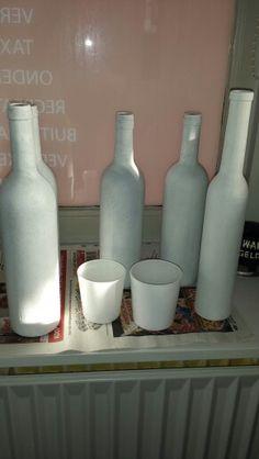2de laag Gesso zit op de wijnflessen en ook 2 glaasjes gedaan