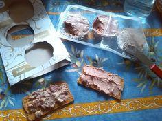 Nuestra amiga Mari Carmen Sabater nos envía una foto degustando nuestros patés de caza. ¡Riquísimos sobre tostadas! #Gourmet #Picken #Lacuina #food