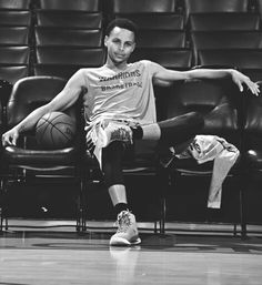 Stephen Curry Family, Nba Stephen Curry, Nba Players, Basketball Players, Stephen Curry Wallpaper, Stephen Curry Basketball, Stephen Curry Pictures, Curry Warriors, Basketball Games For Kids