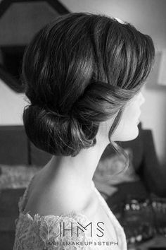 Try these simple and cute 1940s hairstyles. If you need a quick hairstyles that looks cute and fabulous you have to take a look to the 1940s hairstyles.