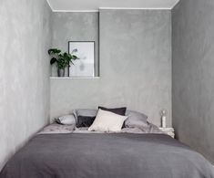 Industrial with warm wood in a Swedish apartment (my scandinavian home) Couple Bedroom, Small Room Bedroom, Home Bedroom, Modern Bedroom, Bedroom Decor, Small Bedrooms, Gray Interior, Home Interior, Concrete Bedroom