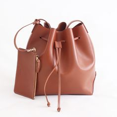 Bucket bag - Handcrafted leather goods