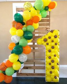 Crayons in the decoration: 60 perfect ideas you only see here - Home Fashion Trend Jungle Theme Parties, Jungle Theme Birthday, First Birthday Party Themes, Wild One Birthday Party, Diy Birthday Decorations, Balloon Decorations Party, Safari Party, Baby First Birthday, Balloon Garland