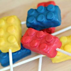 Lego Cake Pops {Family Fun Craft}