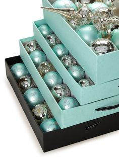 Tiffany Inspired Tree Ornaments----new paint colors in the living room means new tree theme....YAY!!!