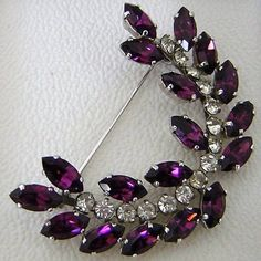 New Listing ~ Fabulous Purple 1950's Rhinestone Brooch. Wonderful Christmas Brooch #vintagebrooch #vintagepin #purplebrooch #christmasbrooch #giftsforher #christmasgift #christmaspresent #giftsformum #vintagejewelry #vintagejewellery #rhinestonebrooch