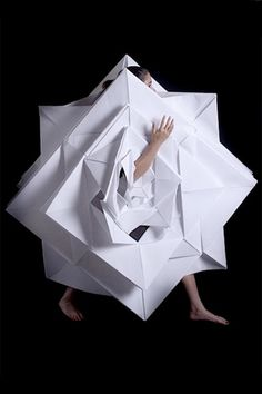 Some really great work by Mauricio Velasquez Posada (photos) and Jum Nakao (video above): origami + fashion = gorgeous paper clothing. Paper Fashion, Origami Fashion, Dress Fashion, Fashion Clothes, Fashion Art, High Fashion, Fashion Beauty, Origami Dress, Origami Paper