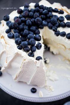 Biała Pavlova   Moje Wypieki Meringue Pavlova, Cooking Recipes, Pudding, Sweets, Fruit, Sweet Sweet, Food, Dessert Ideas, Cakes