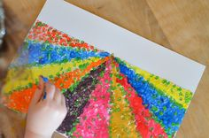 Painting: a flowered field with cotton buds - easy Diy For Kids, Crafts For Kids, Arts And Crafts, Summer Camp Activities, Montessori Art, Wine Glass Holder, Spring Theme, Camping Gifts, Game Pieces