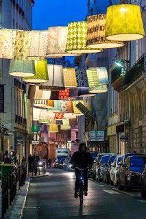 Iluminación urbana con cientos de pantallas que alegran la calle.