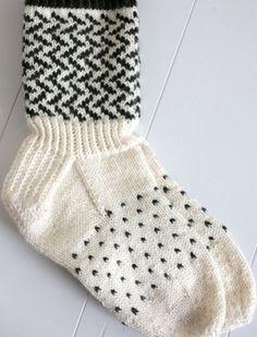 Mustavalkoiset sukat Novitan Talvi 2011 -lehden ohjein Black and white socks as directed by Novita Winter 2011 Fair Isle Knitting, Knitting Socks, Hand Knitting, Crochet Stitches, Knit Crochet, Black And White Socks, Knitting Patterns, Crochet Patterns, Winter Socks