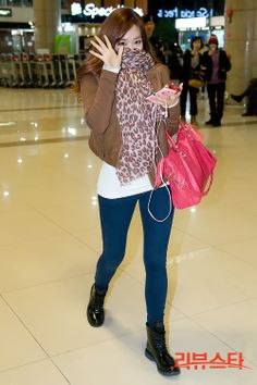 http://okpopgirls.rebzombie.com/wp-content/uploads/2012/12/SNSD-Tiffany-airport-fashion-dec-4-3.jpg
