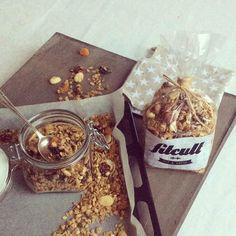 Chutná domáca granola, na ktorej si vždy rád pochrumkáš (recept) Granola, Oatmeal, Cooking, Breakfast, Recipes, Food, Cuisine, Morning Coffee, Muesli