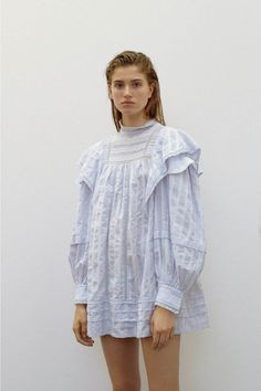 Étoile Isabel Marant Pre-Fall 2019 Fashion Show – fashion fail Fashion Fail, Fashion 2020, Boho Fashion, High Fashion, Fashion Dresses, Fashion Design, Fashion Weeks, London Fashion, Lookbook Mode