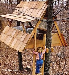38 Brilliant Tree House Plans If you're looking to build a treehouse, we've got you covered. We've assembled a mega-list of 38 different DIY tree house plans from around the internet. Beautiful Tree Houses, Cool Tree Houses, Cubby Houses, Play Houses, Diy Tree, Tree Tree, Tree House Plans, Simple Tree House, Building A Treehouse