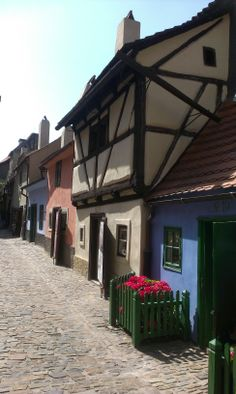 The Złota uliczka or the Golden Lane is so colorful Places Around The World, Around The Worlds, Germany Castles, Prague Czech Republic, Prague Castle, Heart Of Europe, Interesting Buildings, Central Europe, Most Beautiful Cities