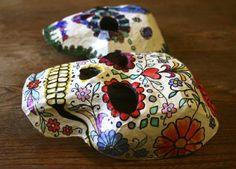 Basteln mit Pappmache masken-totenkopf-sugar-skull-halloween-maske
