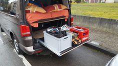 Einkaufsliste und Einbauanleitung für einen Heckauszug in einem VW T5 mit Multiflexboard. Verschraubung in den Multivan Schienen.