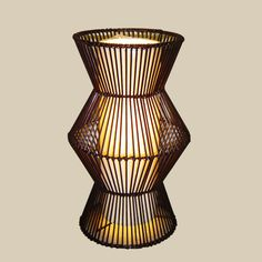 khung sắt đan dây nhựa Vase, Home Decor, Homemade Home Decor, Interior Design, Jars, Home Interiors, Vases, Decoration Home, Flowers Vase